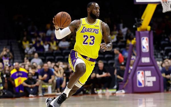 5c6c442aaca 3 NBA DraftKings Studs to Target on 12 7 18 - LeBron James